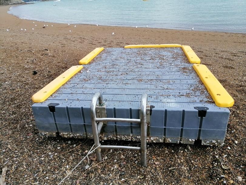 Russell swimming pontoon